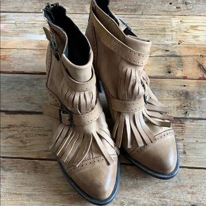 FREE PEOPLE ankle boot.
